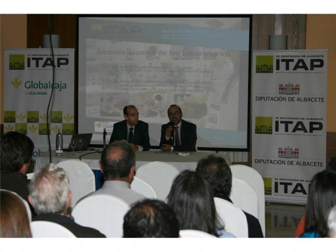 El ITAP organiza una jornada para informar a los agricultores de Hellín sobre los laboratorios a su disposición