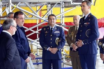 El Príncipe conoce el mantenimiento de aviones en la Maestranza de Albacete