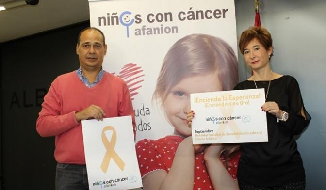 Albacete luce lazos dorados por los niños que luchan contra el cáncer infantil y adolescente