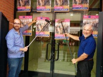 UPyD en Albacete inició la campaña con la una pegada de carteles simbólica
