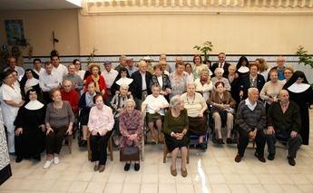 Cospedal visita la Residencia de Mayores 'Santa Teresa Jornet' de Hellín