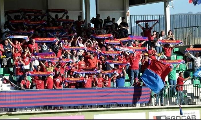 La afición del Villarrobledo sueña otra vez con el ascenso.