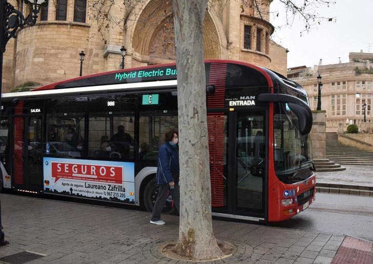 El servicio de transporte urbano de Albacete recibe el certificado que reconoce su accesibilidad universal