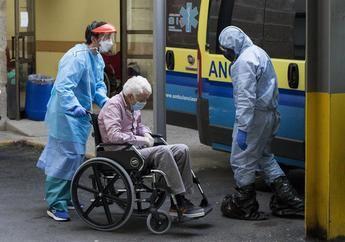 Imagen de archivo de un enfermo de coronavirus en España