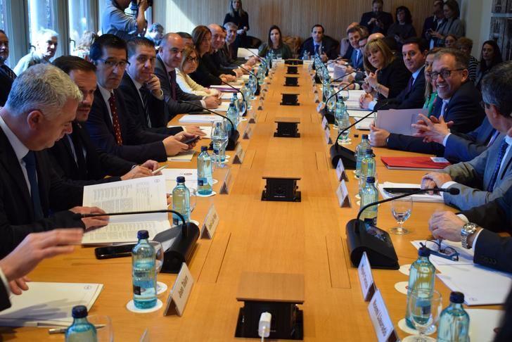 Cabañero participa en la reunión de la FEMPS que la Comisión de Diputaciones ha organizado en Barcelona