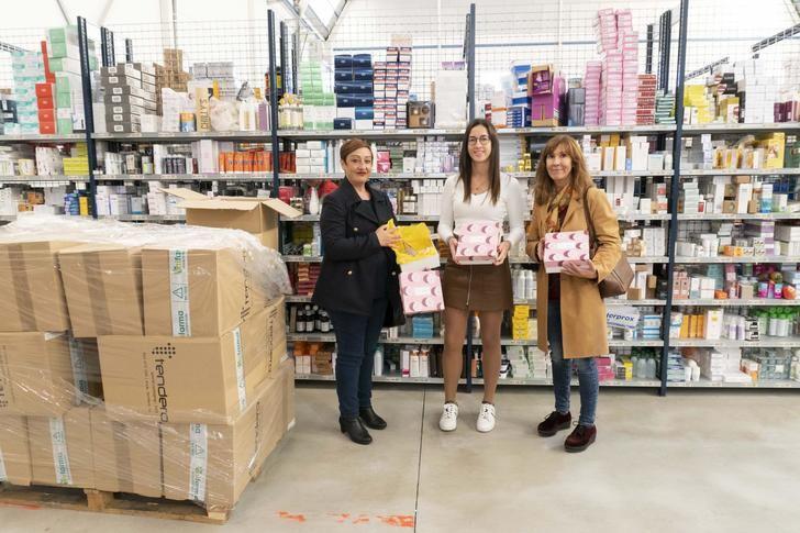 La parafarmacia Mifarma de Albacete colabora con AMAC donando 200 cajas de Mifarma Secret