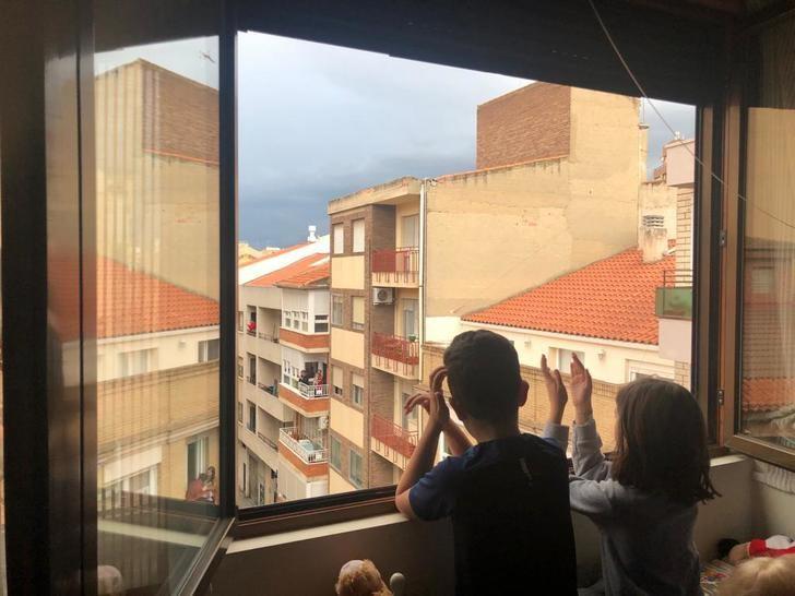 """El Ayuntamiento de Albacete convoca el certamen de fotografía """"Aplausos desde mi ventana"""""""