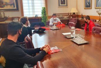 La Diputación de Albacete recibe a los campeones albaceteños de la prueba de España de Ciclismo en pista