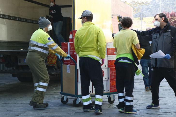 Castilla-La Mancha envía cerca de medio millón de artículos de protección para los sanitarios y 4.700 test rápidos
