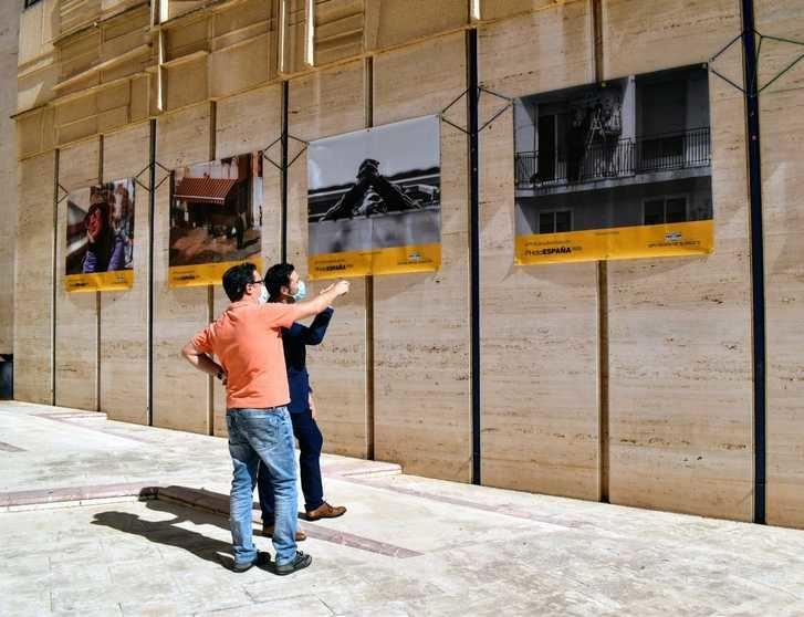 La fachada de la Diputación de Albacete se convierte en una exposición fotográfica #PHEdesdemibalcón