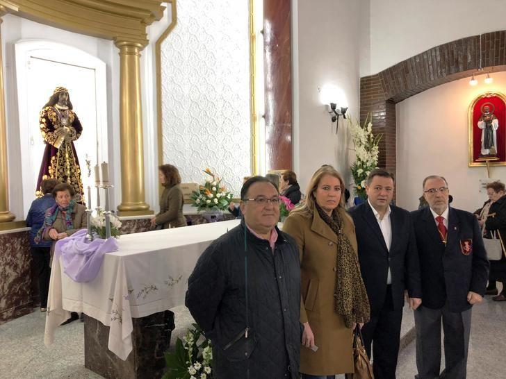 Tradicional Besapiés al Cristo de Medinaceli en la Parroquia de Franciscanos de Albacete