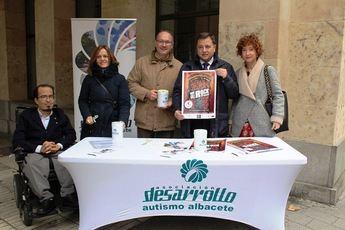 Cuestación de la Asociación Desarrollo a las puertas del Ayuntamiento de Albacete