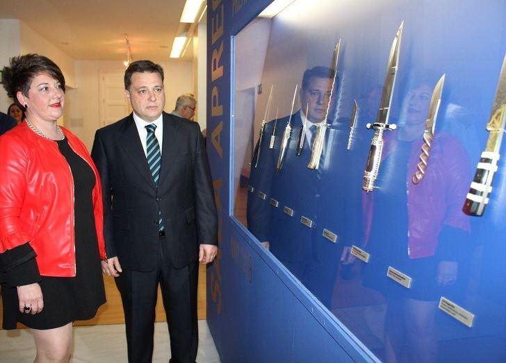 APRECU dona 18 nuevas piezas elaboradas por siete artesanos al Museo Municipal de la Cuchillería de Albacete