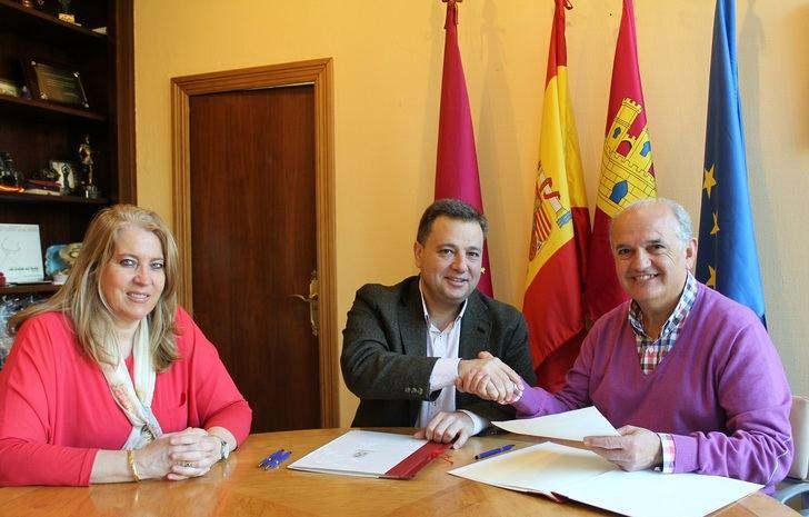 El Ayuntamiento de Albacete firma un convenio con FAVA para subvencionar sus actividades y servicios