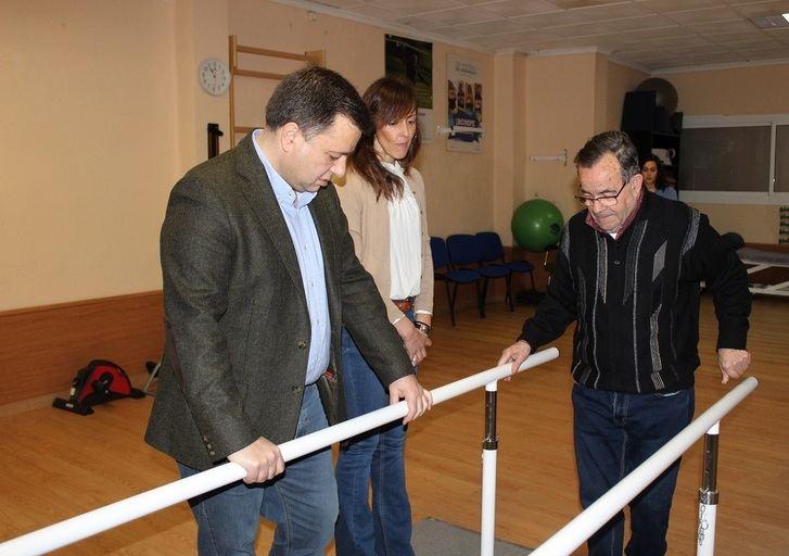 El alcalde de Albacete agradece a la Asociación de Familiares y Enfermos de Parkinson la gran labor social que realiza en nuestra ciudad