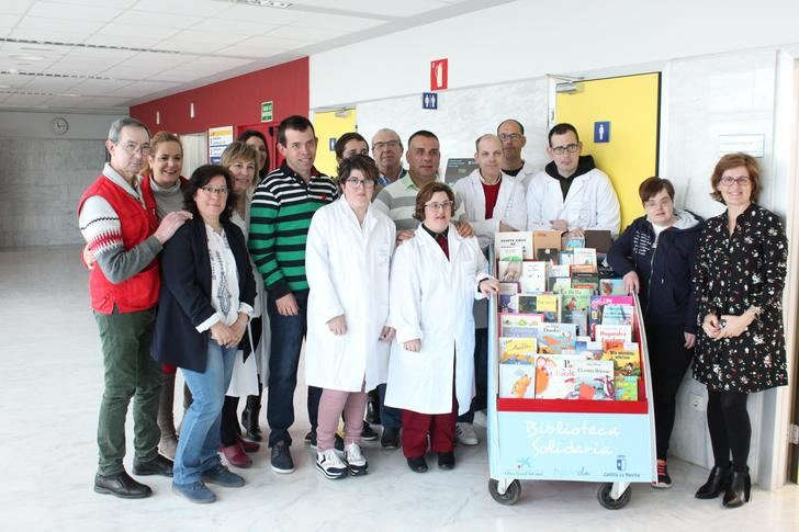 """Atención Integrada de Almansa inicia el proyecto """"Biblioteca abierto: libros de ida y vuelta"""" para pacientes hospitalizados"""