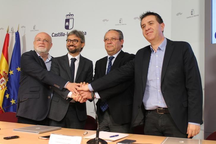 Junta, Diputación y Ayuntamiento de Alcalá del Júcar firman convenio para recuperar la zona afecta por los desprendimientos