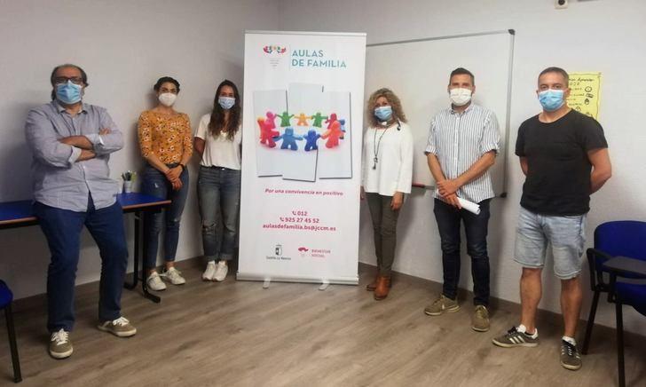 """Más de 250 familias en la provincia de Albacete son atendidas con el programa """"Aulas de Familia"""""""