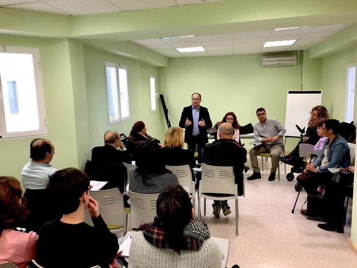"""Emilio Sáez (PSOE) garantiza su """"complicidad"""" a las asociaciones sociosanitarias de Albacete"""