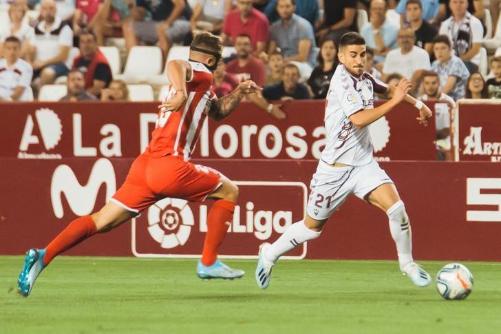 El VAR y la fortuna dieron la victoria al Albacete Balompié en su debut en casa (1-0)