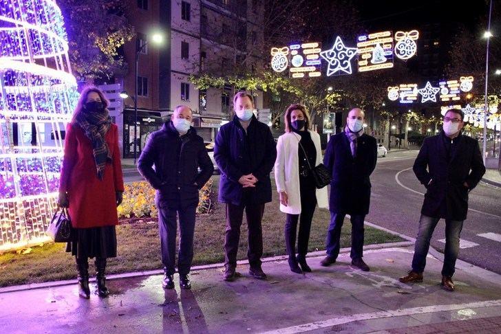 Albacete ya luce iluminación en una Navidad distinta a cualquier otra