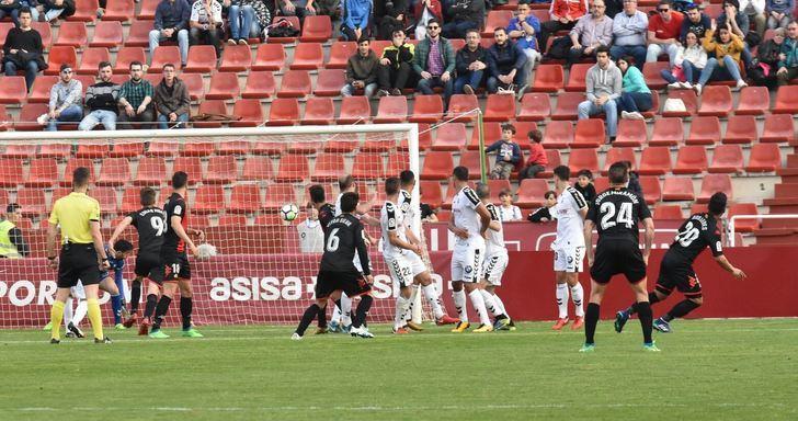 El Albacete dejó escapar los tres puntos en el tiempo de descuento ante el Reus (0-1)