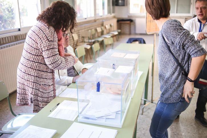 Los primeros datos de escrutinio dan la victoria al PSOE en Castilla-La Mancha