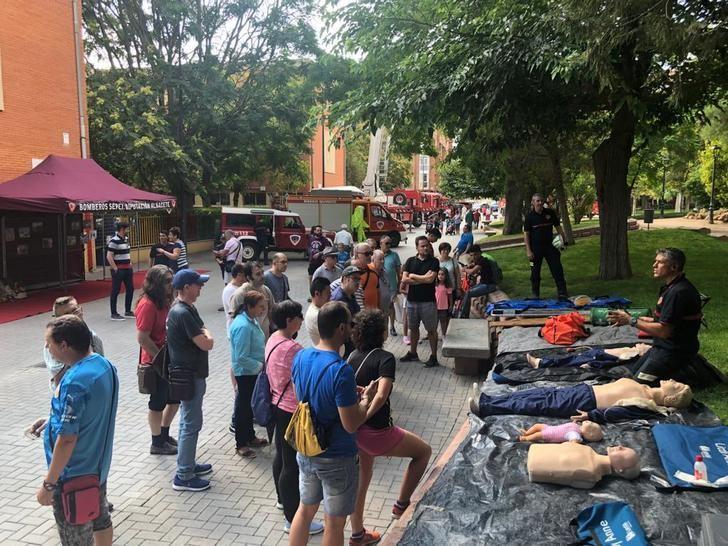 2000 personas participan en las jornadas de puertas abiertas en el parque de Almansa del SEPEI