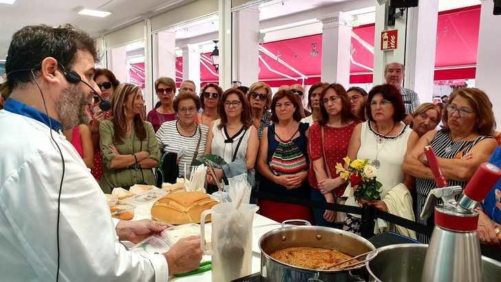 El stand de la Diputación echa el cierre con el ajo mataero del chef Antonio Martínez