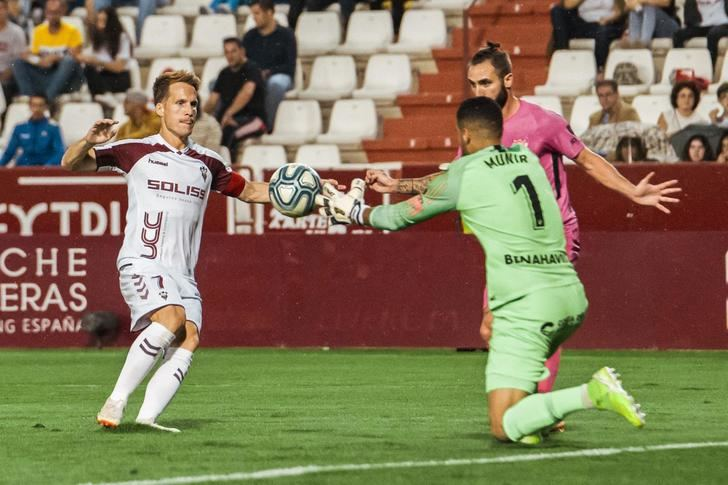 El Albacete rentabilizó otra vez al máximo un gol ante un Málaga que mereció más (1-0)