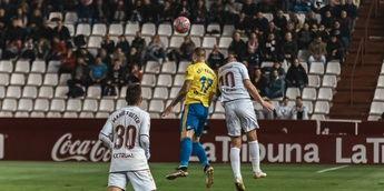 El Albacete cambio su suerte en casa ante el Cádiz y un gol de Zozulia en el 92 tumbó al líder (1-0)