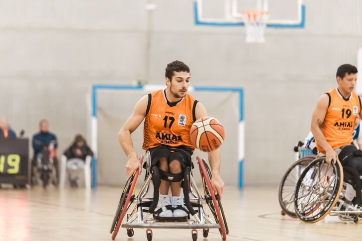 El BSR Amiab Albacete ganó en la cancha del Fundación Vital Zuzenak (42-69)