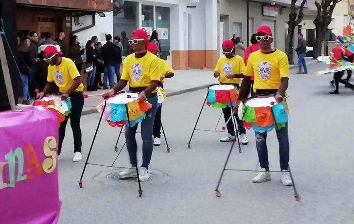 Gran desfile de carnaval en El Bonillo, con una decena de comparsas y participaciones individuales