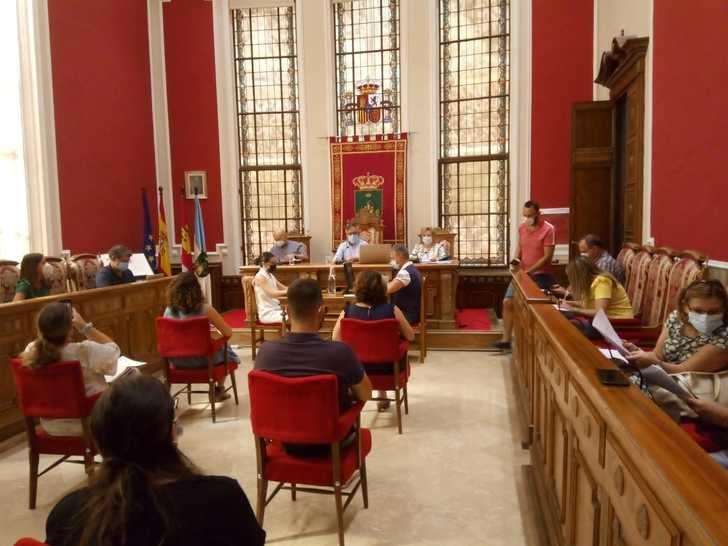 Pleno ordinario en el Ayuntamiento de Hellin, presencial y con mascarillas