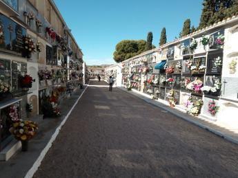 No se recuerda un día de Todos los Santos con menos gente en el cementerio de Hellín