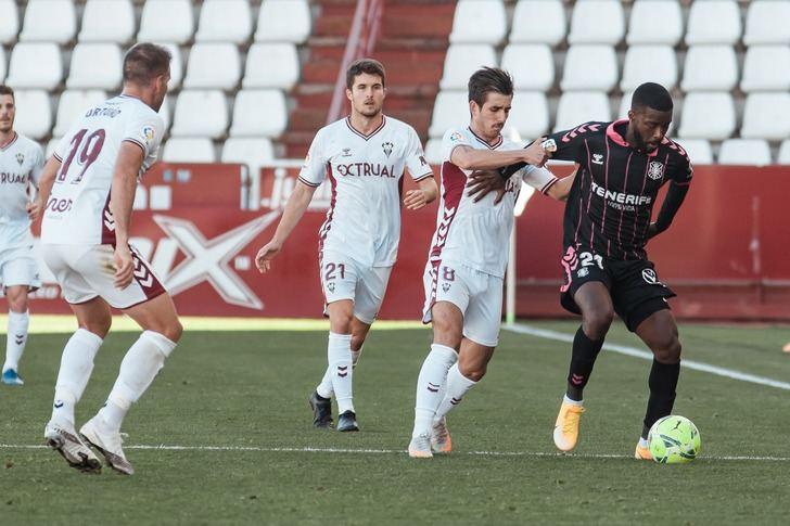 El Albacete sigue cuesta abajo y sin frenos. Derrota ante el Tenerife (0-2)