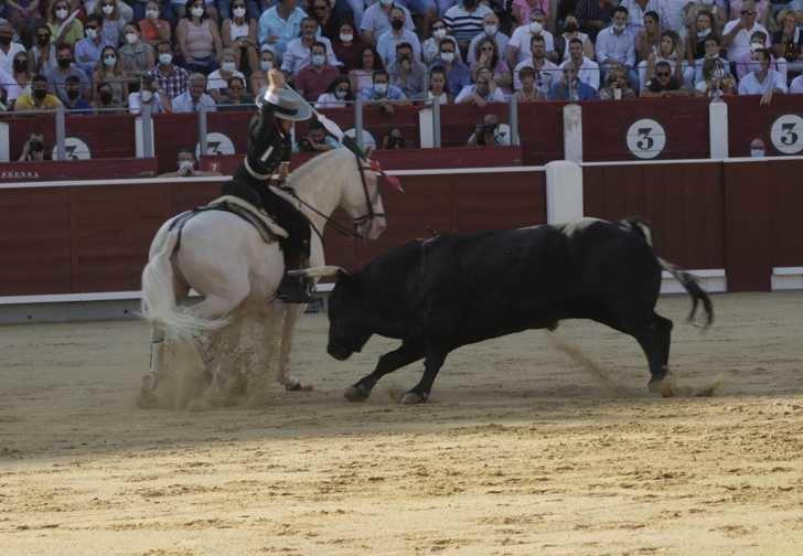 Leonardo Hernández salió a hombros en la tarde de rejones en Albacete