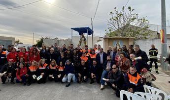 Una pedanía de Orihuela reconoce la solidaridad de La Roda tras los efectos de la DANA