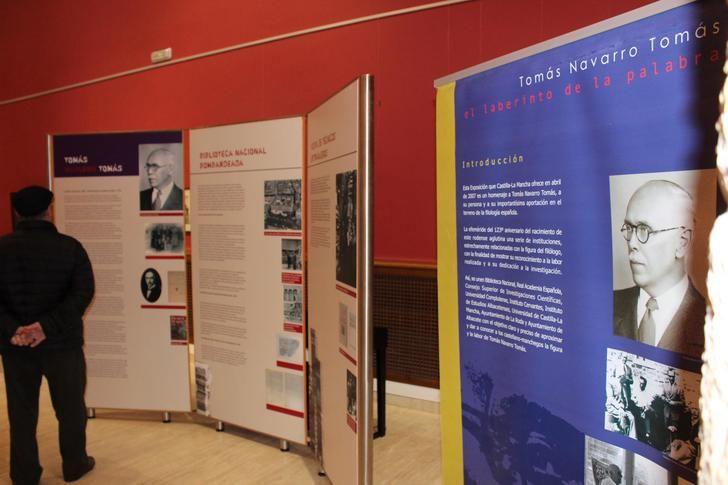 El centro cultural de La Roda acoge la exposición '40 años sin la h' con motivo del filólogo Tomás Navarro Tomás