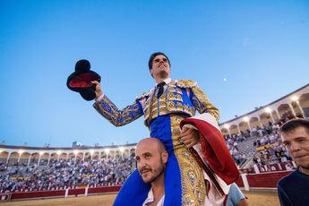 Toros. Rubén Pinar repite y abre por segunda vez esta feria la puerta grande de la plaza de Albacete