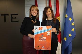 El Ayuntamiento de Albacete ilumina su fachada para celebrar la concienciación por el TDAH