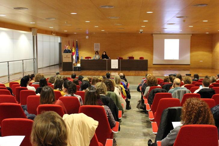 El Hospital de Albacete organiza una jornada de higiene y cuidado de la piel en pacientes hospitalizados