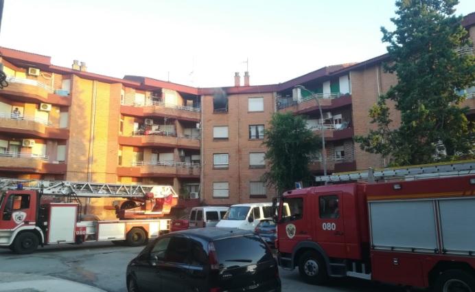 La policía científica investiga las causas del incendio en una vivienda de Albacete que dejó una fallecida
