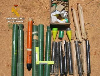 La Guardia Civil desactiva 17 cohetes granífugos encontrados en una finca de Villarrobledo (Albacete)