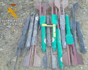 La Guardia Civil desactiva 11 cohetes granífugos localizados en una finca de Tinajeros (Albacete)