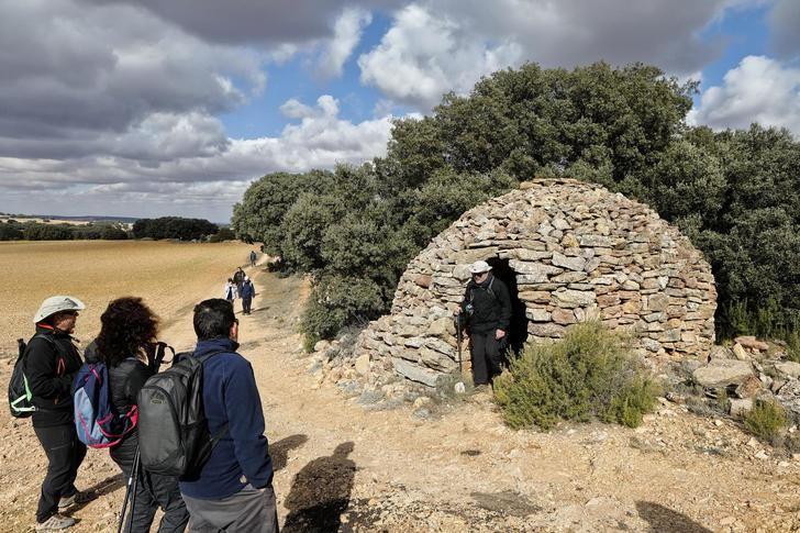 """La """"Ruta del Encinar Mediterráneo"""" en Munera recibió la III ruta de senderismo de la Diputación"""