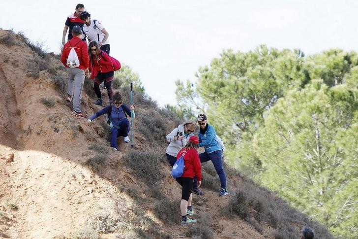 Jornada soleada en la XV ruta de senderismo en Fuentealbilla