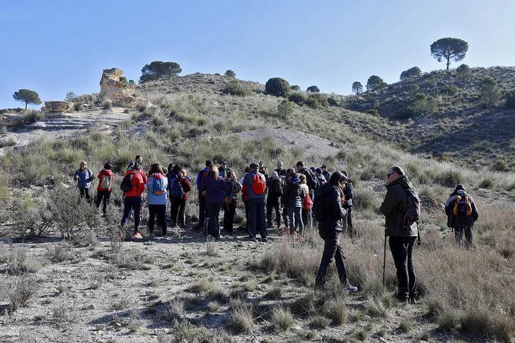 Las rutas senderistas de la Diputación de Albacete tuvieron jornada soleada en Madrigueras