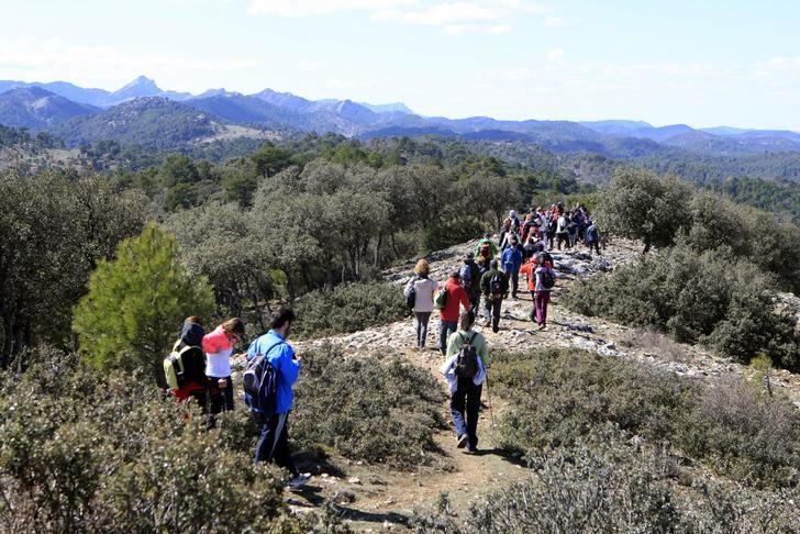 Doble cita este fin de semana de rutas senderistas en Peñascosa y Letur