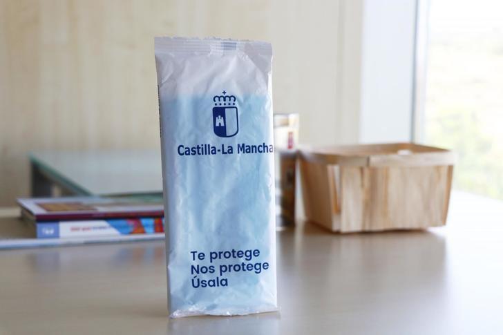 835.146 castellanomanchegos han recogido su paquete de tres mascarillas del programa 'Te protege, nos protege, úsala'